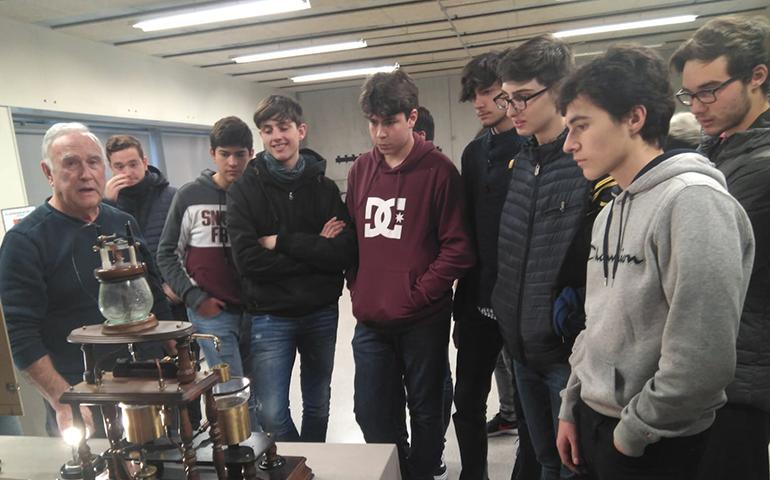 Alumnes de 4rt ESO visiten una exposició a la UdG